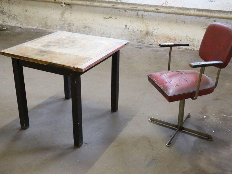 Tavernentisch/ abgerockter Stuhl